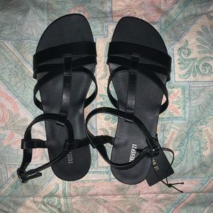 🖤NWT FOREVER 21 LEATHER SANDALS🖤